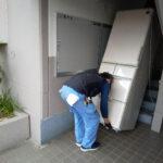 冷蔵庫を無事に一階まで運び出し成功